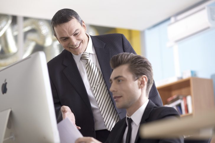 事務所の男性
